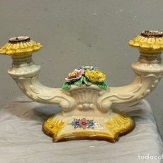 Antigüedades: BONITO PORTAVELAS DE PORCELANA FINA SELLADO. Lote 243416510