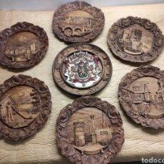 Antigüedades: LOTE DE 7 PLATOS DE MADERA TALLADA O SIMILAR DIFERENTES CIUDADES MUY BONITOS EN MANO DIÁMETRO 21,5. Lote 243417990