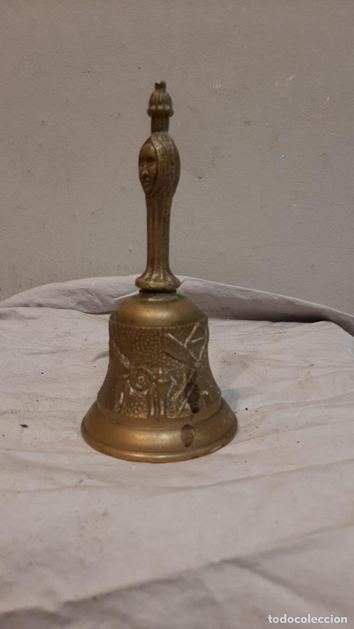 Antigüedades: CAMPAÑA CON MOTIVOS DON QUIJOTE DE LATÓN - Foto 6 - 243483350