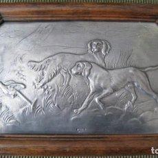 Antigüedades: ANTIGUO MARCO CON ESCENA DE CAZA, EN PLACA DE ESTAÑO PURO 27X18CMTS. Lote 243543080