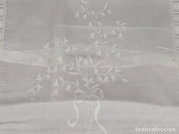 Antigüedades: FUNDA DE EDREDÓN PARA BEBÉ. BATISTA DE ALGODÓN CON BORDADOS. ESPAÑA. CIRCA 1950 - Foto 3 - 243570400