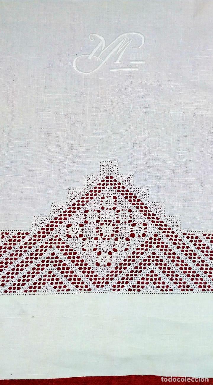 JUEGO DE CAMA INDIVIDUAL. LINO CON BORDADOS Y DECORACIÓN FIL-TIRÉ. ESPAÑA. CIRCA 1950 (Antigüedades - Hogar y Decoración - Sábanas Antiguas)