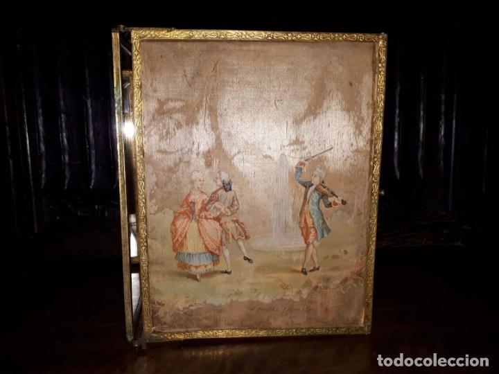 Antigüedades: MUY ANTIGUO ESPEJO DE VIAJE TRÍPTICO CON DECORACIÓN DE ESCENAS ROMÁNTICAS - Foto 8 - 243604775
