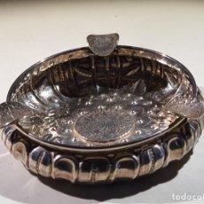 Antigüedades: CENICERO DE PLATA MACIZA PUNZONADA CON ORNAMENTO DE MONEDAS. Lote 243626050