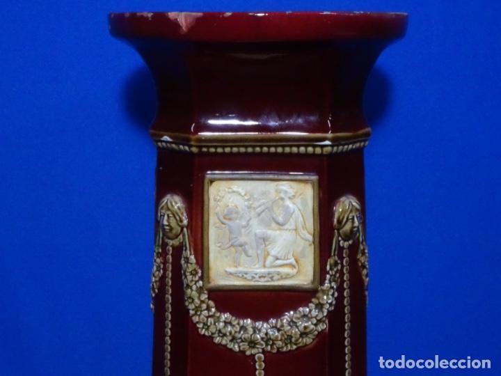 Antigüedades: COLUMNA MODERNISTA COLOR GRANATE CON ADORNOS. - Foto 2 - 243663175