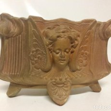 Antigüedades: JARDINERA DE TERRACOTA MODERNISTA. Lote 243665185