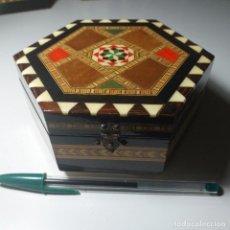 Antigüedades: JOYERO DE TARACEA DE GRANADA CON MÚSICA. Lote 243672545