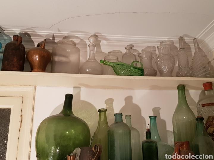 Antigüedades: Lote de 30 Botellones antíguos, sifones jarras de bronce y piezas antíguas. - Foto 2 - 243691050