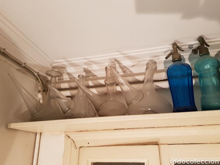 Antigüedades: Lote de 30 Botellones antíguos, sifones jarras de bronce y piezas antíguas. - Foto 4 - 243691050