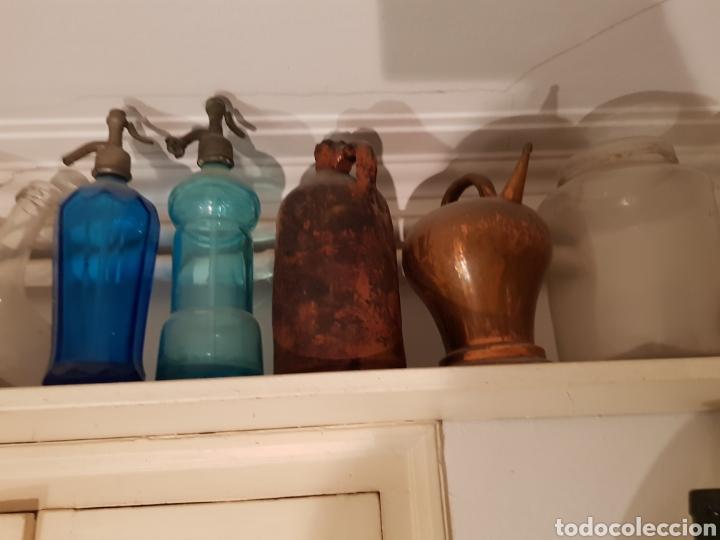 Antigüedades: Lote de 30 Botellones antíguos, sifones jarras de bronce y piezas antíguas. - Foto 5 - 243691050