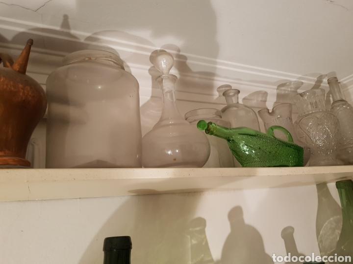 Antigüedades: Lote de 30 Botellones antíguos, sifones jarras de bronce y piezas antíguas. - Foto 6 - 243691050