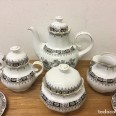 Antigüedades: JUEGO DE CAFÉ 12 SERVICIOS - SANTA CLARA - CHINA NEGRO FILO ORO. Lote 243797835