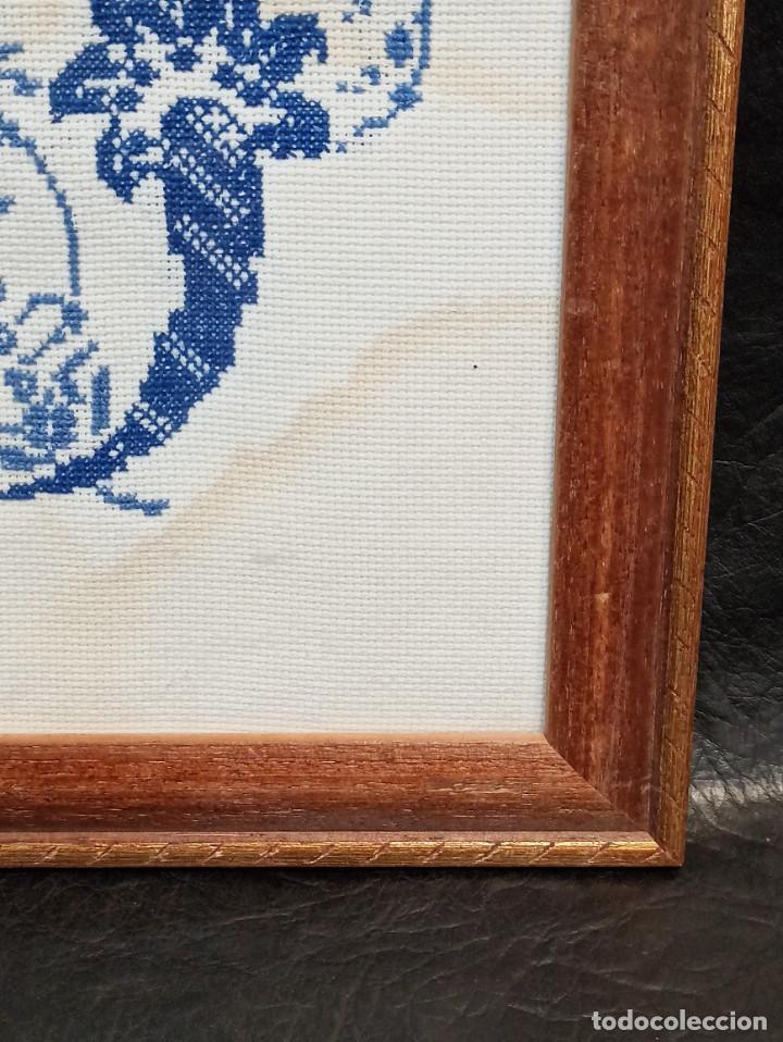 Antigüedades: Inicial bordada enmarcada en madera. PF - Foto 3 - 243804435