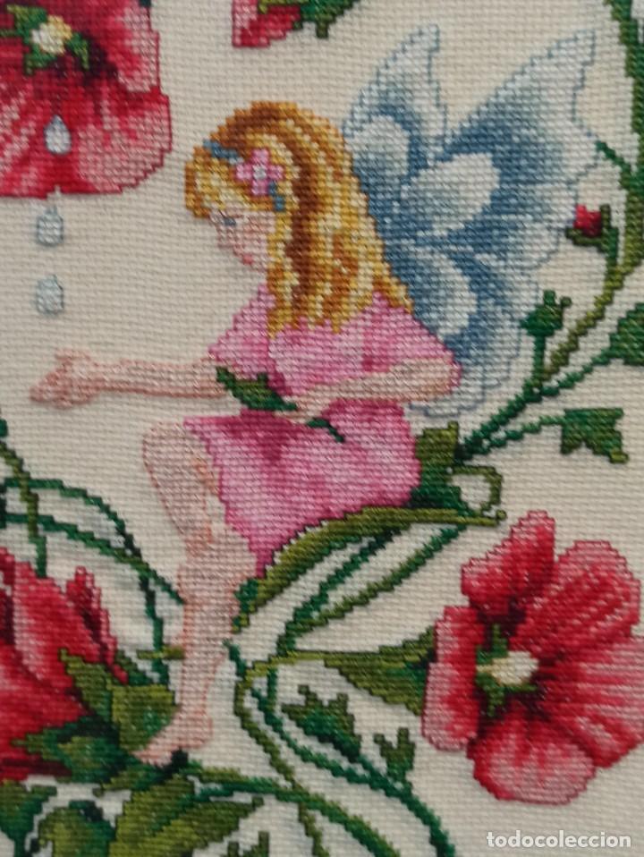 Antigüedades: Bello bordado de hadas con flores. Enmarcado. PF - Foto 3 - 243805465