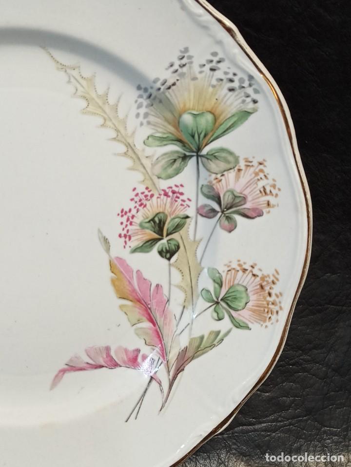 Antigüedades: Bello plato con elegante decoración floral. C49 - Foto 2 - 243807110