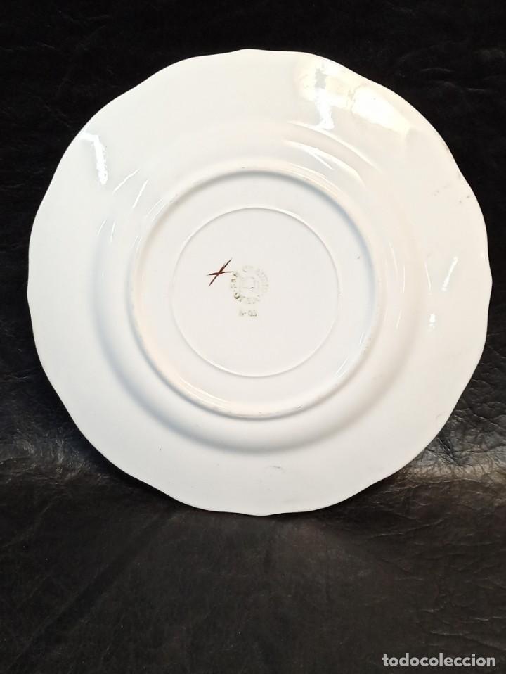 Antigüedades: Bello plato con elegante decoración floral. C49 - Foto 3 - 243807110