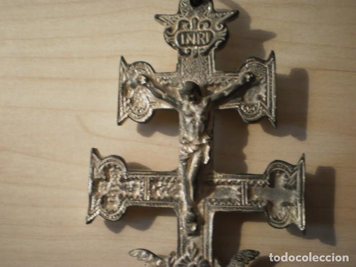 Antigüedades: Cruz de Caravaca grande de metal - Foto 5 - 243861570