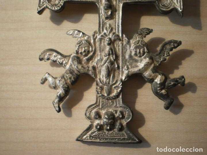 Antigüedades: Cruz de Caravaca grande de metal - Foto 8 - 243861570