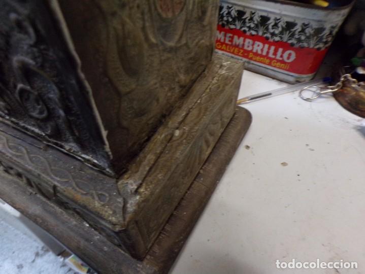 Antigüedades: antiguo gran candelabro supongo iglesia madera forrada de metal cincelado corona castillo - Foto 6 - 243866760