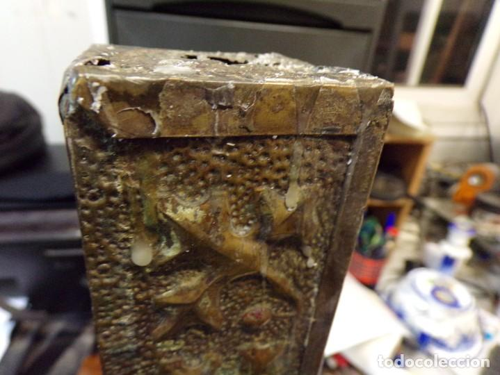 Antigüedades: antiguo gran candelabro supongo iglesia madera forrada de metal cincelado corona castillo - Foto 15 - 243866760