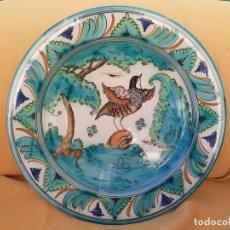 Antigüedades: BONITA JOFAINA CON MOTIVOS DE CAZA. CAL BARREIRA. PUENTE DEL ARZOBISPO. GRANDE 40 CM. Lote 243867455