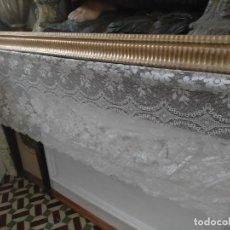 Antigüedades: ANTIGUO PAÑO DE ALTAR RETABLO ENCAJE PUNTO DE RED 410 X 49 CM IDEAL SEMANA SANTA VIRGEN LEER. Lote 243878830