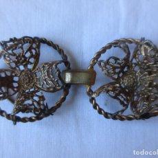 Antigüedades: ENGANCHES DE CAPA EN FORMA DE FLOR. Lote 243902670