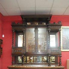 Antigüedades: MUEBLE ANTIGUO TRINCHERO APARADOR MADERA DE NOGAL TALLADA. Lote 243980360