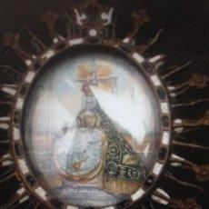 Antigüedades: RELICARIO PLACA DEVOCIONAL XVII BRONCE ESMALTES Y PINTURA VIRGEN PIEDAD SOBRE COBRE. Lote 243983375