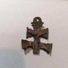 Antigüedades: CRUCIFIJO MEDIEVAL, CRUZ DE CARAVACAS , CON IMAGENES EN AMBAS CARAS. MUY ANTIGUO. Lote 244006110