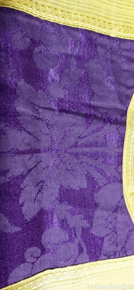 Antigüedades: Casulla de seda morada con galón amarillo. - Foto 8 - 44247487