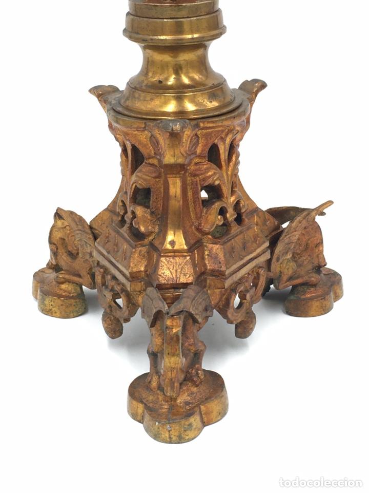 Antigüedades: CANDELERO ANTIGUO DE BRONCE DORADO - SIGLO XIX - Foto 3 - 244017465