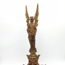 Antigüedades: CANDELERO ANTIGUO DE BRONCE DORADO - SIGLO XIX. Lote 244017465