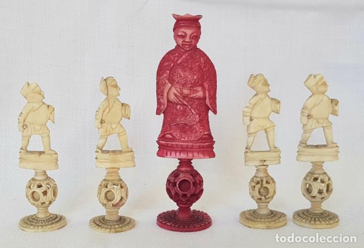 ANTIGUAS 5 PIEZAS DE MARFIL DE AJEDREZ CON BOLAS DE CANTON CHINA PUZZLE BALL CHESS PIECES (Antigüedades - Hogar y Decoración - Otros)