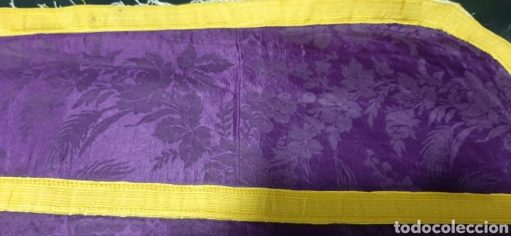 Antigüedades: Casulla de seda morada con galón amarillo. - Foto 10 - 44247487