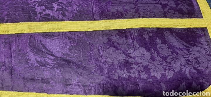 Antigüedades: Casulla de seda morada con galón amarillo. - Foto 12 - 44247487