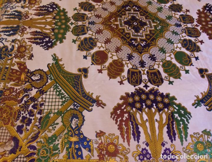 Antigüedades: MAGNÍFICA COLCHA EN JACQUARD DE SEDA CON MOTIVOS ORIENTALES DE PRINCIPIOS. S XX - Foto 2 - 244400630