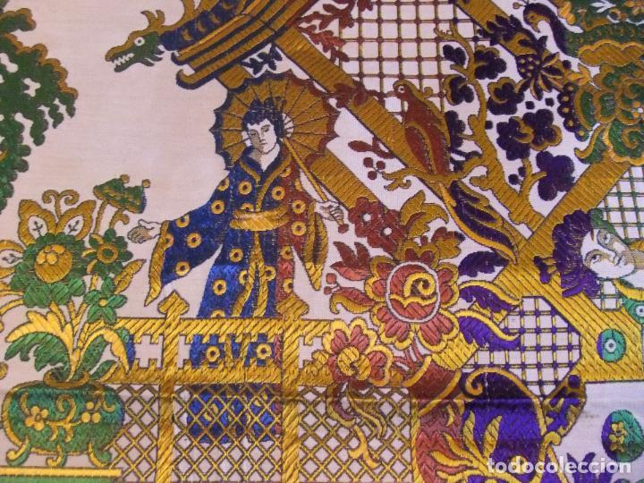 Antigüedades: MAGNÍFICA COLCHA EN JACQUARD DE SEDA CON MOTIVOS ORIENTALES DE PRINCIPIOS. S XX - Foto 4 - 244400630