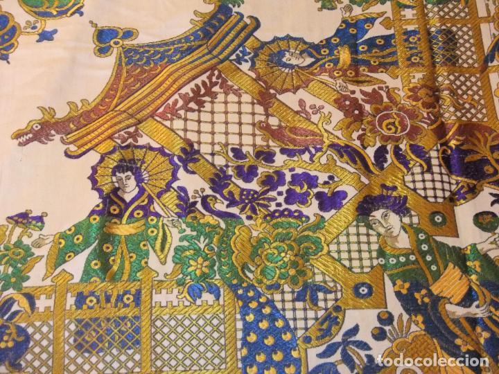 Antigüedades: MAGNÍFICA COLCHA EN JACQUARD DE SEDA CON MOTIVOS ORIENTALES DE PRINCIPIOS. S XX - Foto 5 - 244400630