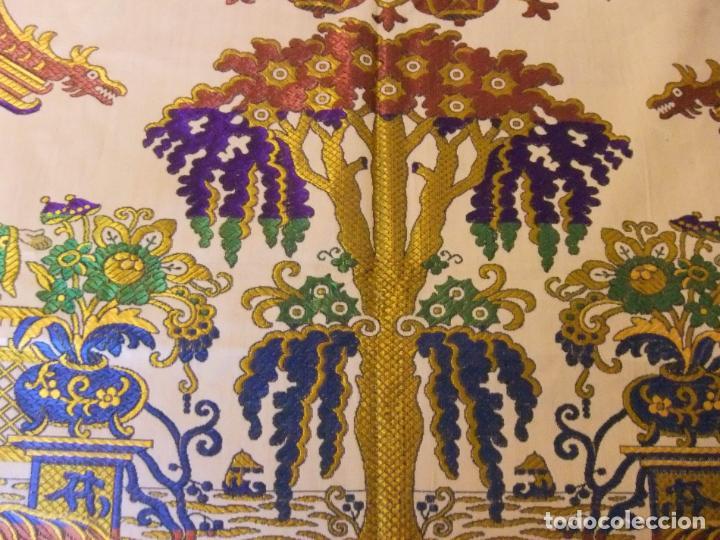 Antigüedades: MAGNÍFICA COLCHA EN JACQUARD DE SEDA CON MOTIVOS ORIENTALES DE PRINCIPIOS. S XX - Foto 6 - 244400630