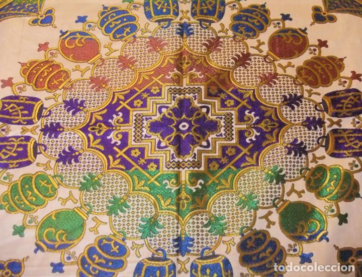 Antigüedades: MAGNÍFICA COLCHA EN JACQUARD DE SEDA CON MOTIVOS ORIENTALES DE PRINCIPIOS. S XX - Foto 7 - 244400630