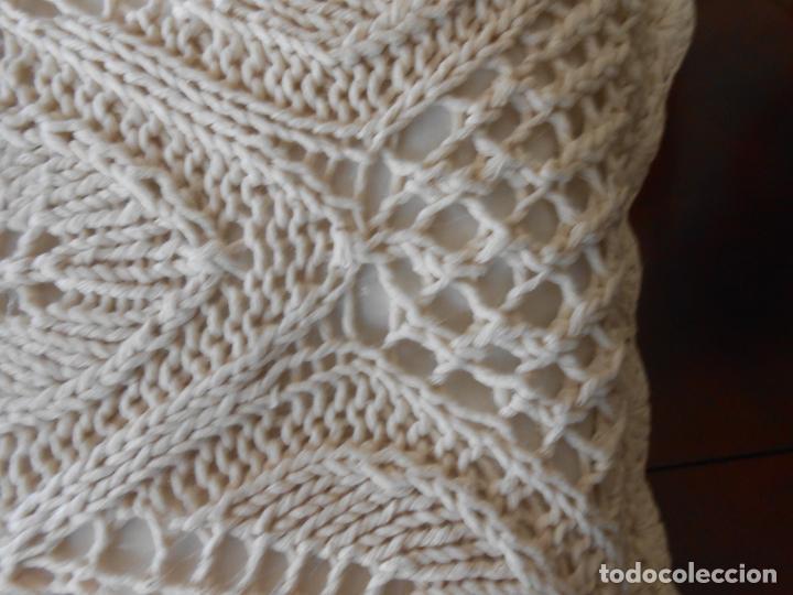 Antigüedades: Funda cojin ,hecho a mano de punto y ganchillo. Algodon BEIGE CLARO 45 x 45 cm. Nuevo - Foto 5 - 244402835