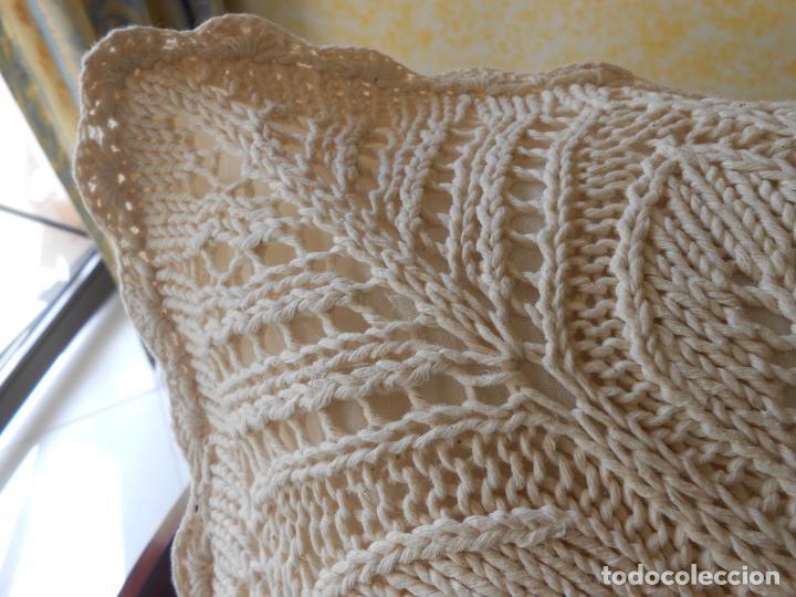 Antigüedades: Funda cojin ,hecho a mano de punto y ganchillo. Algodon BEIGE CLARO 45 x 45 cm. Nuevo - Foto 7 - 244402835