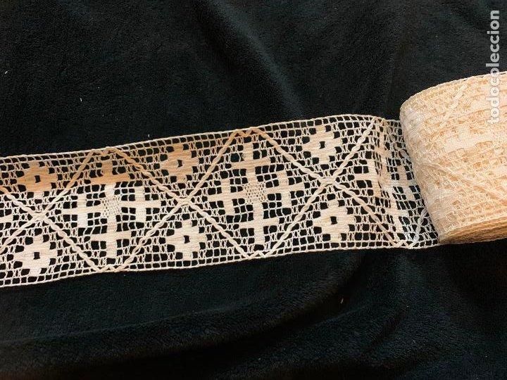 Antigüedades: 18 metros de encaje o puntilla x 9 cms de ancho. Preciosa e impecable - Foto 5 - 244409750