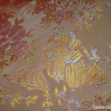 Antigüedades: COLCHA 235X185 CM MAS LOS FLECOS COLCHA DE SEDINA INDUMENTARIA TRAJE MANTON FLECOS COLGADURA. Lote 244429800
