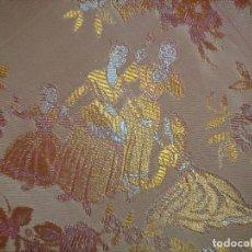 Antigüedades: COLCHA 235X185 CM MAS LOS FLECOS COLCHA DE SEDINA INDUMENTARIA TRAJE MANTON FLECOS COLGADURA. Lote 244430320