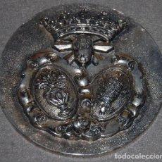 Oggetti Antichi: GRAN MEDALLON DE LA HERMANDAD DE SENTENCIA Y MARAVILLAS DE GRANADA. Lote 244436405