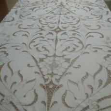 Antigüedades: MANTEL BORDADO CANARIO TIPO RICHELIEU. Lote 244447235