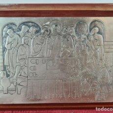 Antigüedades: LA ULTIMA CENA. PLATA CINCELADA A MANO. MARCO DE MADERA. SIGLO XX.. Lote 244480585