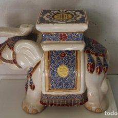 Antigüedades: ELEFANTE AZUL Y BLANCO PORCELANA CHINA ESTATUA DE JARDÍN TABURETE JARDINERA. Lote 244481140